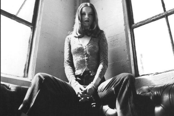 Shirley Manson in Angelfish